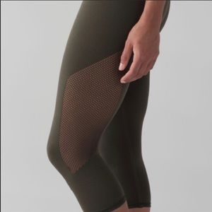 Lululemon 2 Blk Reveal Seamless Crops Legging 4/XS